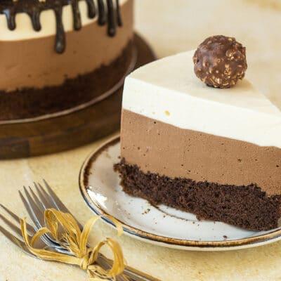 """Муссовый торт """"Три шоколада"""" - рецепт с фото"""