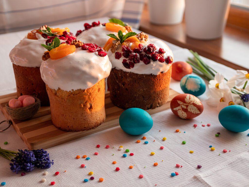 Фото рецепта - Творожный кулич с цукатами и орехами - шаг 7