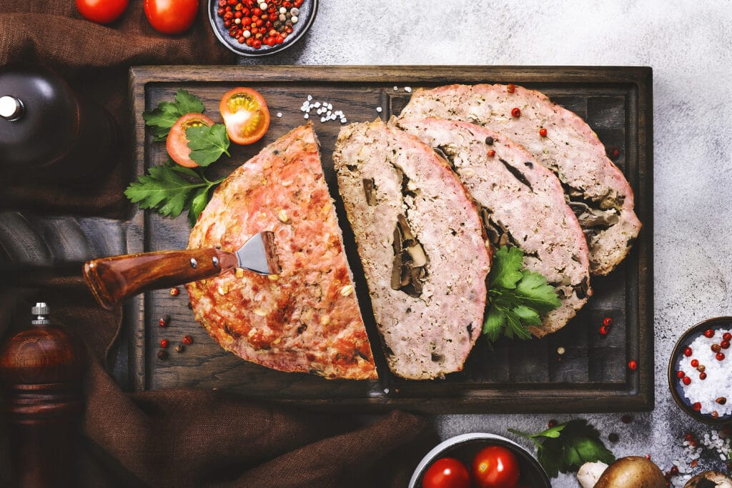 "Фото рецепта - Мясной ""хлеб"" из фарша с грибами - шаг 6"