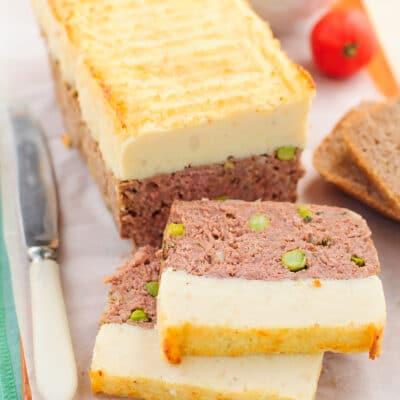 Рулет из говядины с горошком и картофельным пюре - рецепт с фото