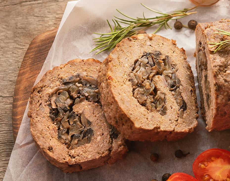 Фото рецепта - Рулет из говядины с грибами - шаг 8