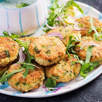 Рыбные котлеты со шпинатом: как приготовить с помощью мясорубки - рецепт с фото