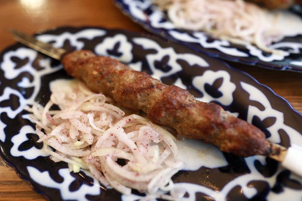 Фото рецепта - Сочный люля-кебаб из говядины, с добавлением курдючного жира - шаг 6