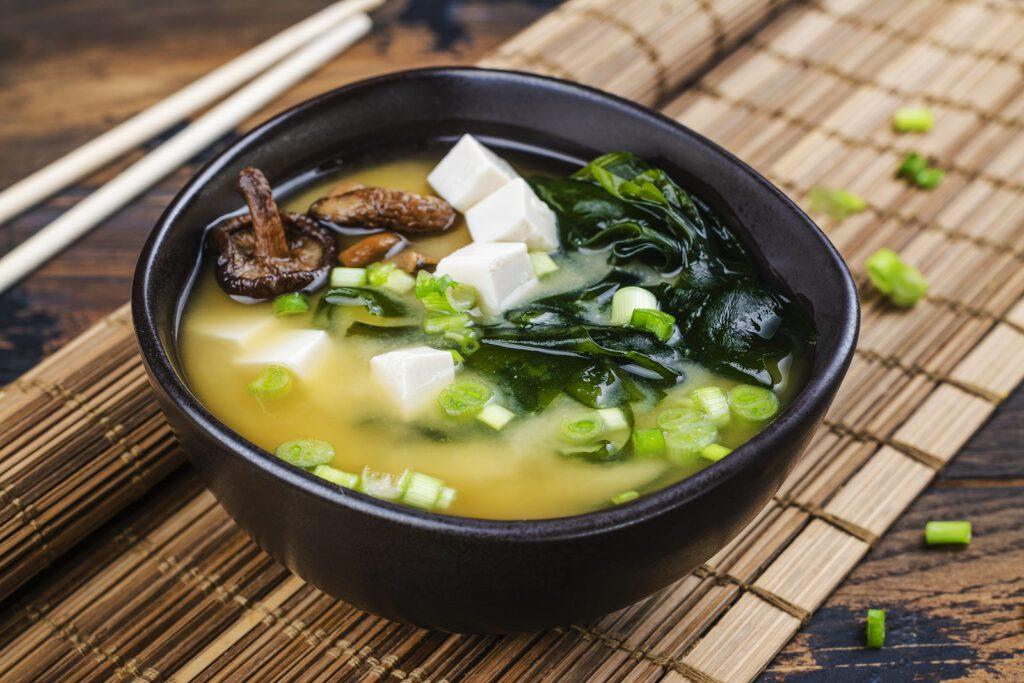 Фото рецепта - Мисо суп с водорослями и тофу - шаг 8