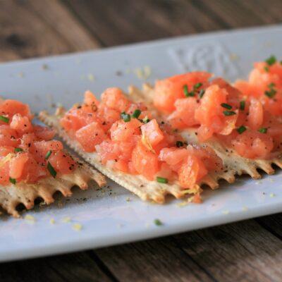Тартар из копченого лосося - рецепт с фото