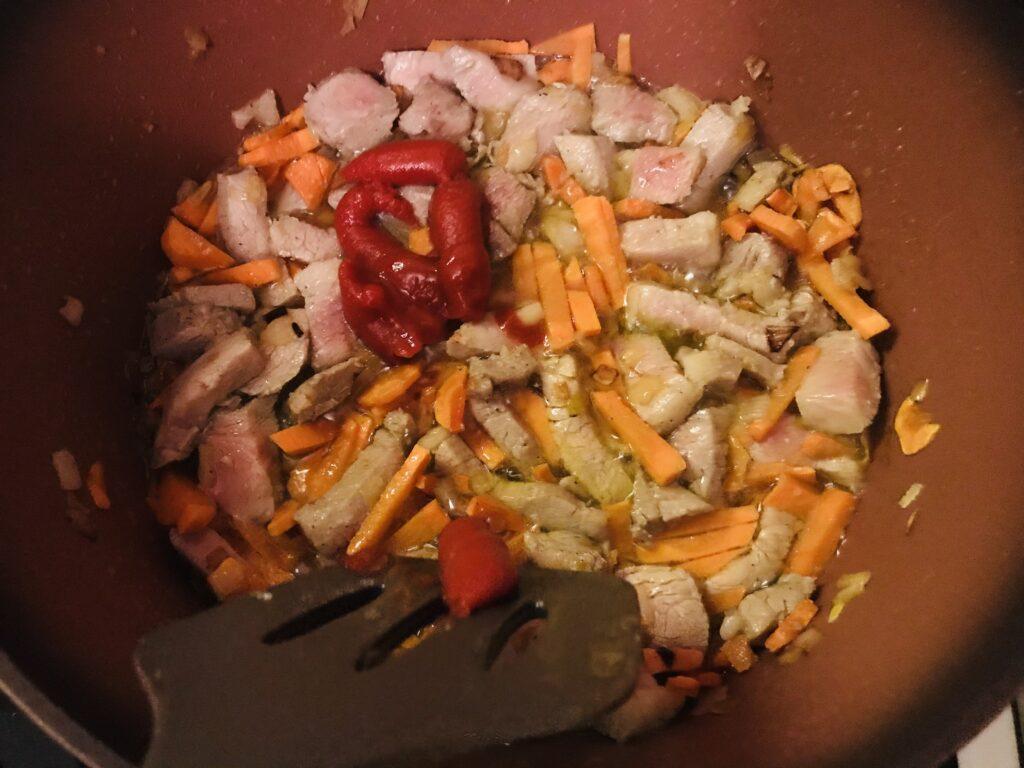 Фото рецепта - Быстрый плов со свининой в казане - шаг 4