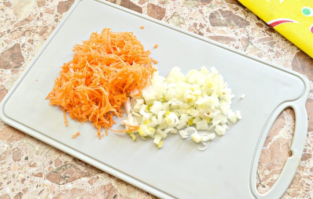 Фото рецепта - Блины, фаршированные тушеной молодой капустой - шаг 1