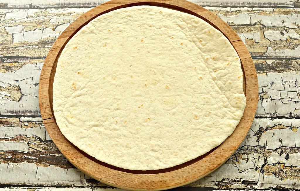 Фото рецепта - Кесадилья с сыром и помидором - шаг 1