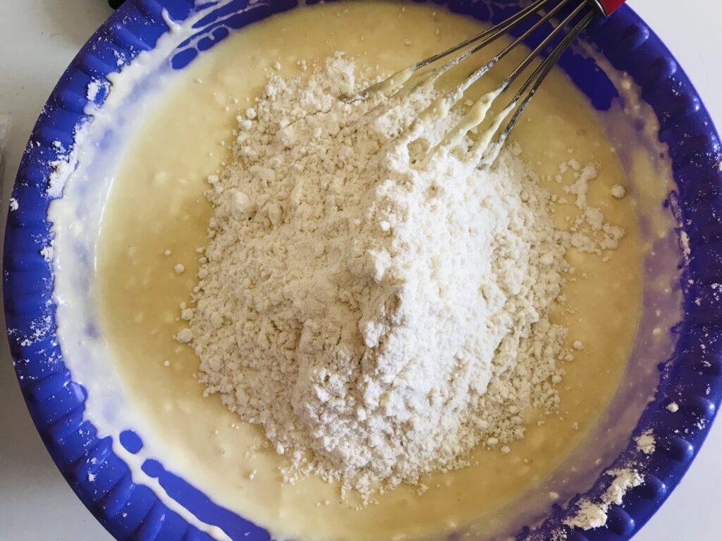 Фото рецепта - Творожные оладушки на кефире - шаг 3