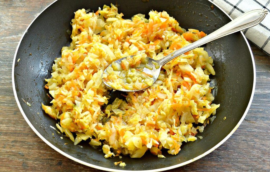Фото рецепта - Слоеный капустный пирог - шаг 2