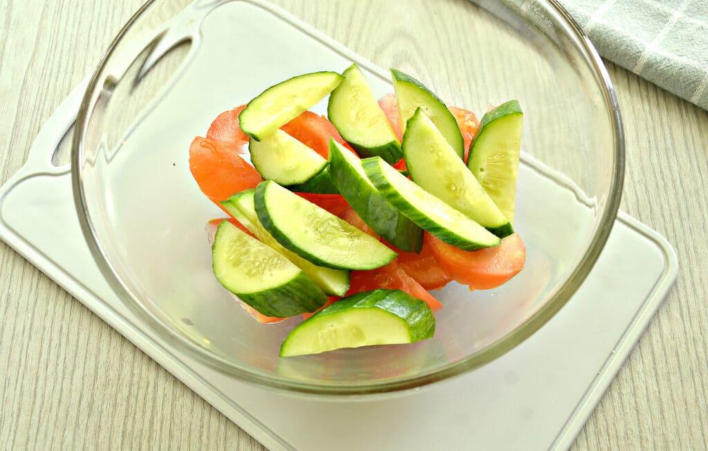 Фото рецепта - Овощной салат с йогуртовой заправкой - шаг 2