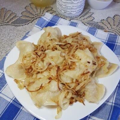 Вареники с картофелем и жареным луком - рецепт с фото