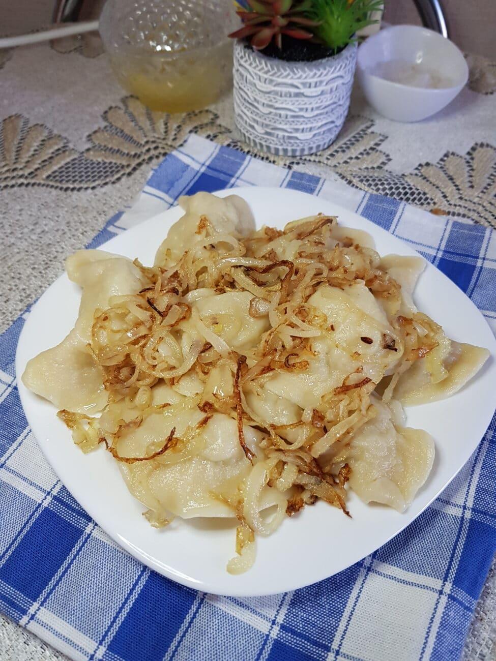 Вареники с картофелем и жареным луком