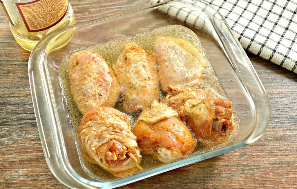 Фото рецепта - Куриные крылышки, запечённые в пиве, в духовке - шаг 3