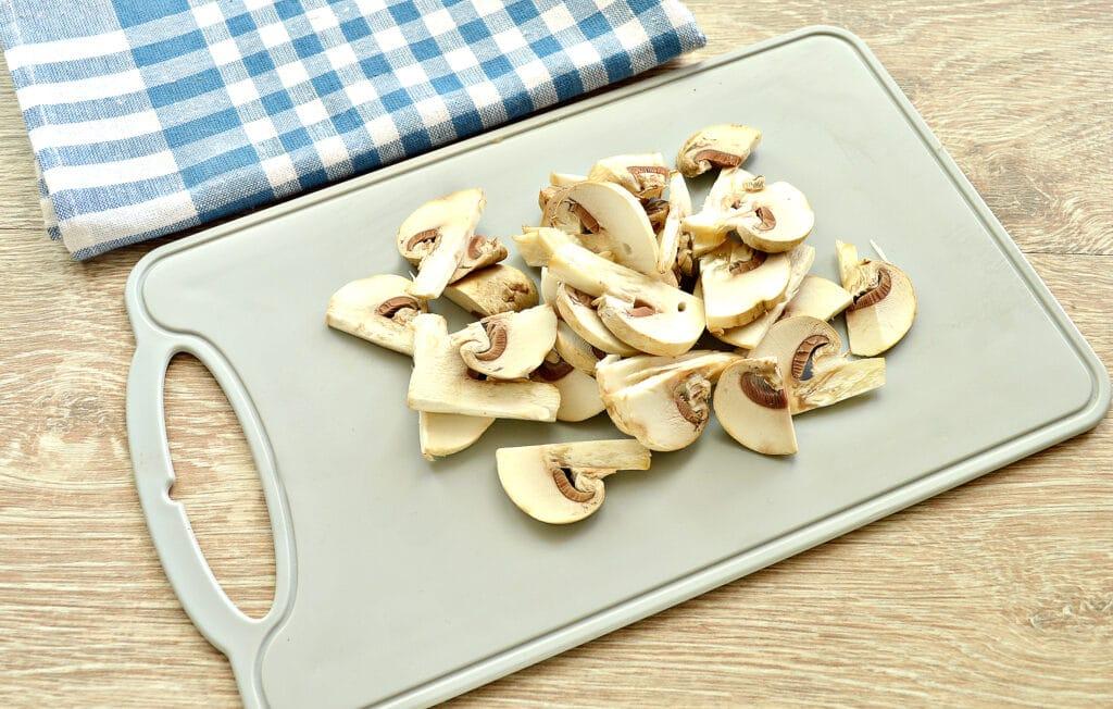 Фото рецепта - Куриное филе, тушенное с грибами и картофелем - шаг 3