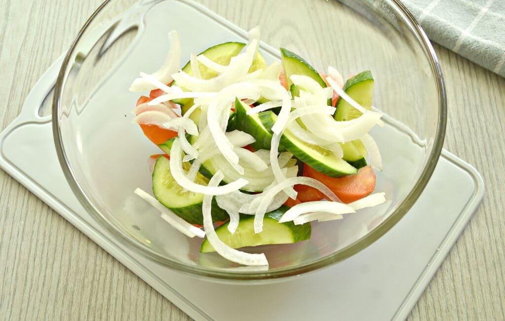 Фото рецепта - Овощной салат с йогуртовой заправкой - шаг 3