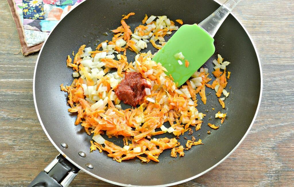 Фото рецепта - Щи с курицей и молодой капустой - шаг 4