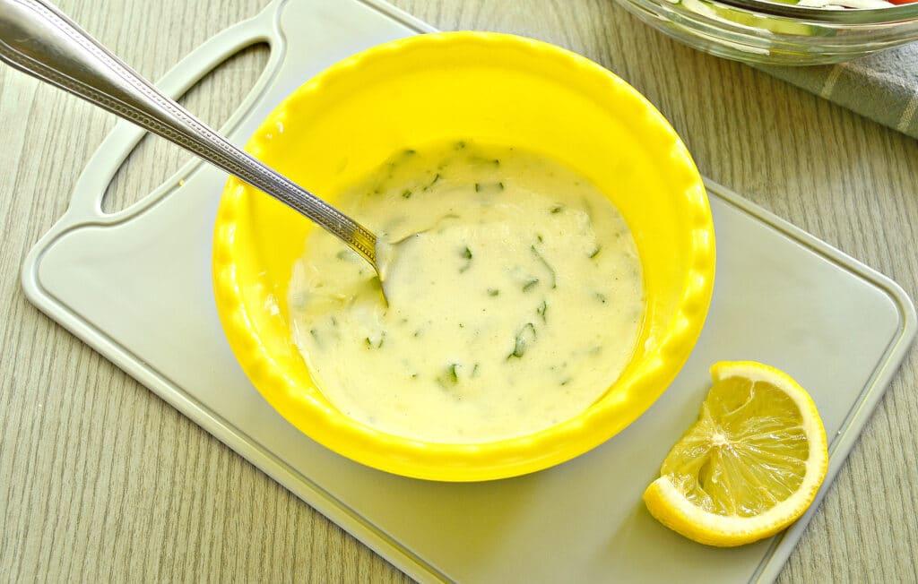 Фото рецепта - Овощной салат с йогуртовой заправкой - шаг 4