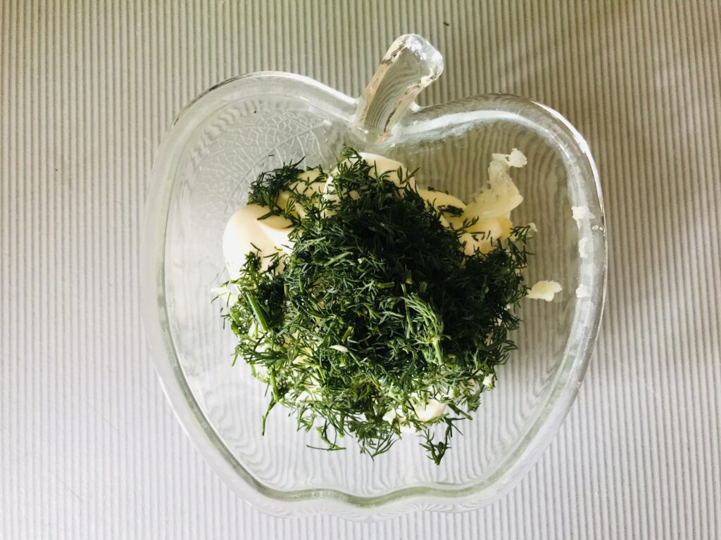 Фото рецепта - Торт из молодой капусты с сырной начинкой - шаг 5