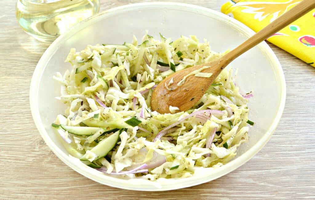 Фото рецепта - Капустный салат со сладким соусом - шаг 5