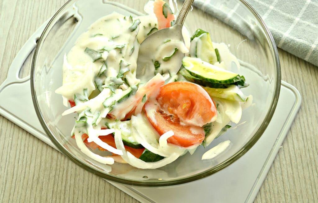 Фото рецепта - Овощной салат с йогуртовой заправкой - шаг 5