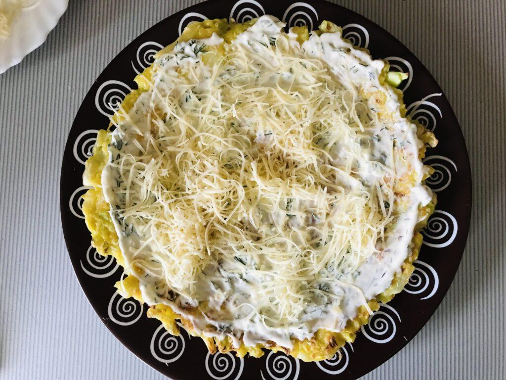Фото рецепта - Торт из молодой капусты с сырной начинкой - шаг 7