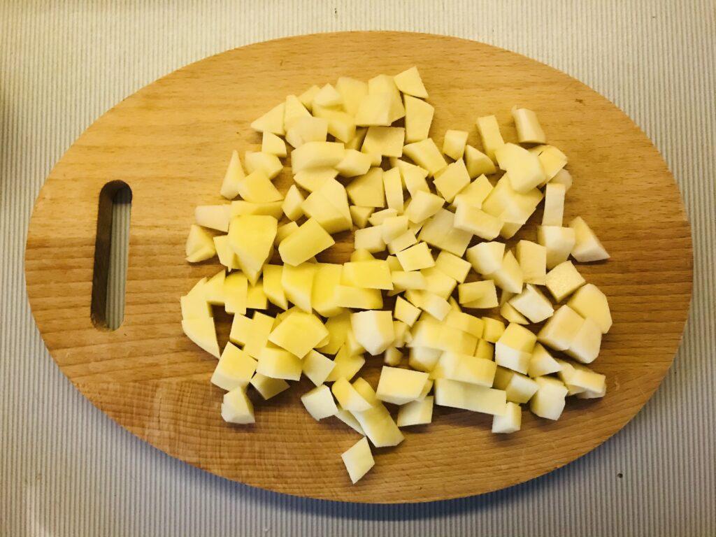 Фото рецепта - Красный борщ с молодой капустой на бульоне из домашней курицы - шаг 2