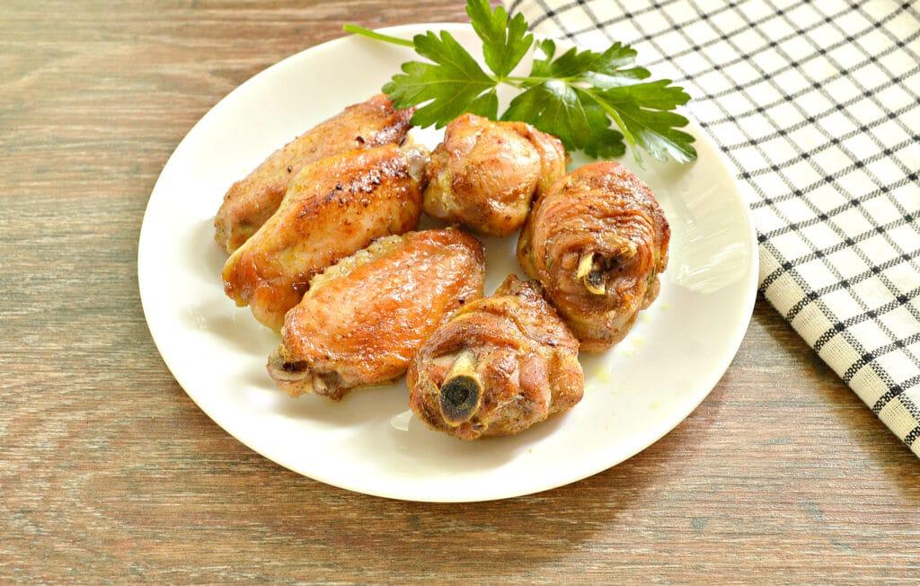 Фото рецепта - Куриные крылышки, запечённые в пиве, в духовке - шаг 6