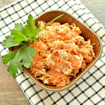 Морковный салат с орехами и чесноком - рецепт с фото