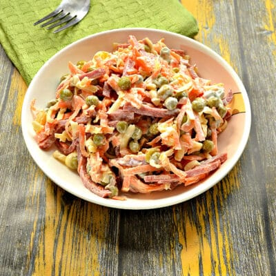 Салат с морковью и колбасой - рецепт с фото