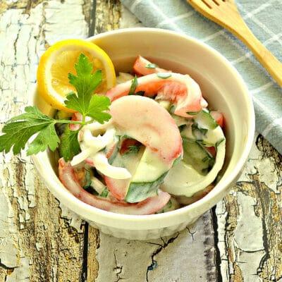 Овощной салат с йогуртовой заправкой - рецепт с фото