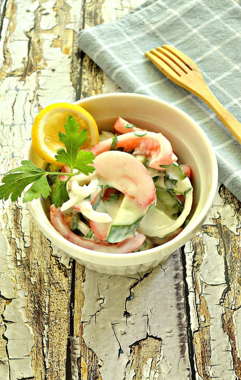 Овощной салат с йогуртовой заправкой