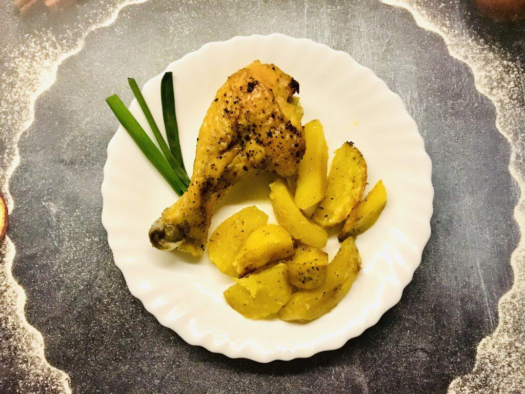 Фото рецепта - Запечённая курочка с картофелем в фольге - шаг 6