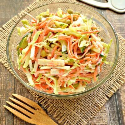 Салат с молодой капустой, морковкой по-корейски и крабовыми палочками - рецепт с фото