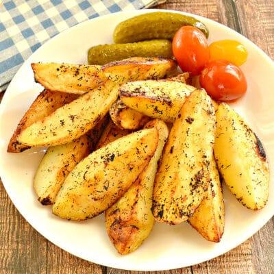 Картофель по-деревенски на сковороде - рецепт с фото