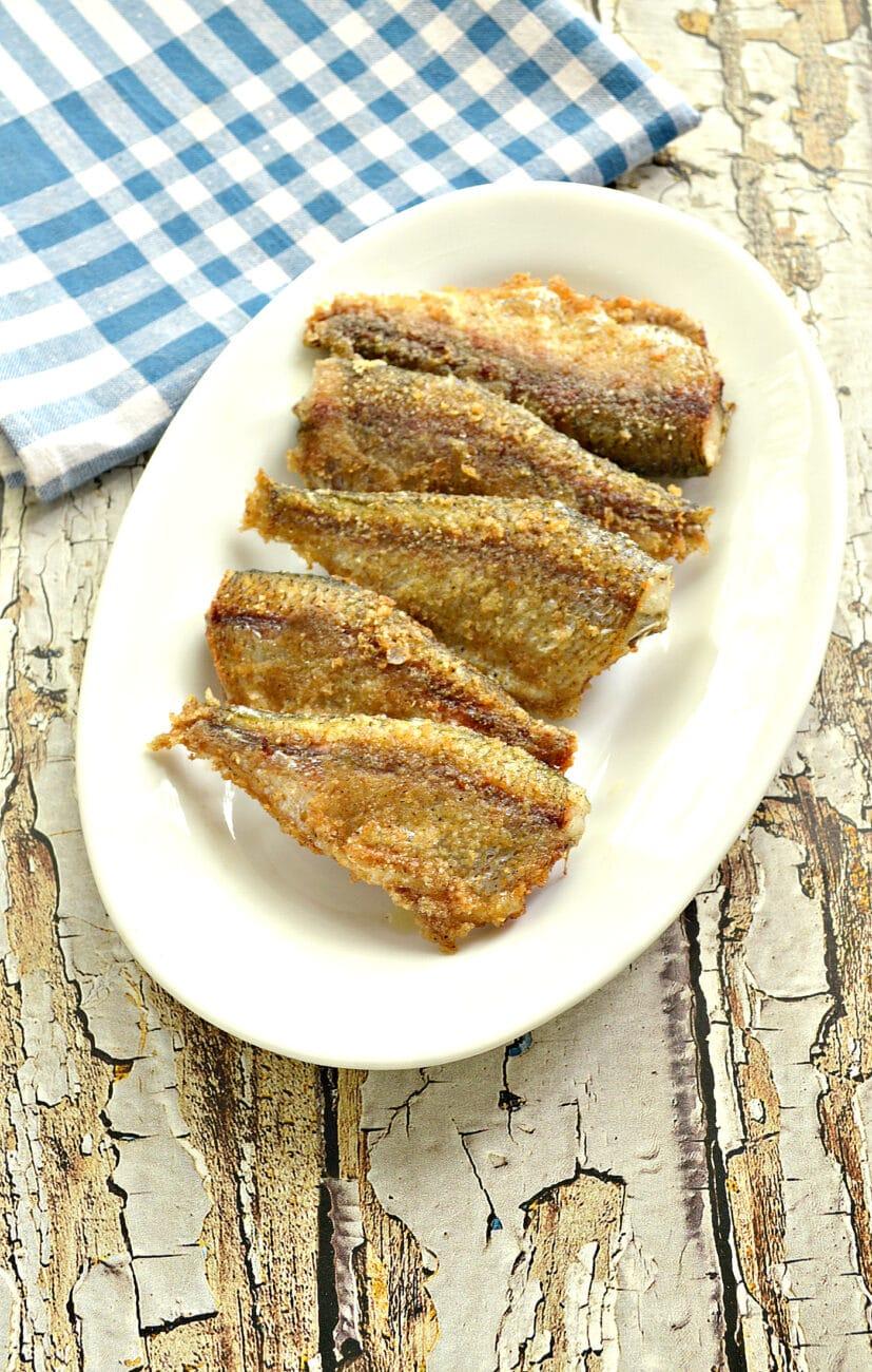 Рыба, жаренная в панировке на сковороде