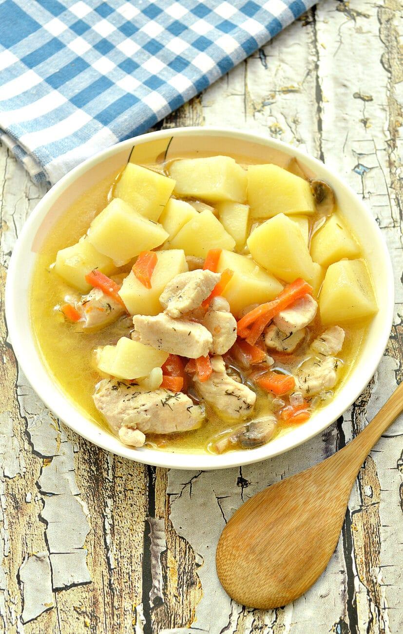 Куриное филе, тушенное с грибами и картофелем