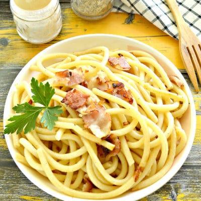 Макароны с беконом на сковороде - рецепт с фото
