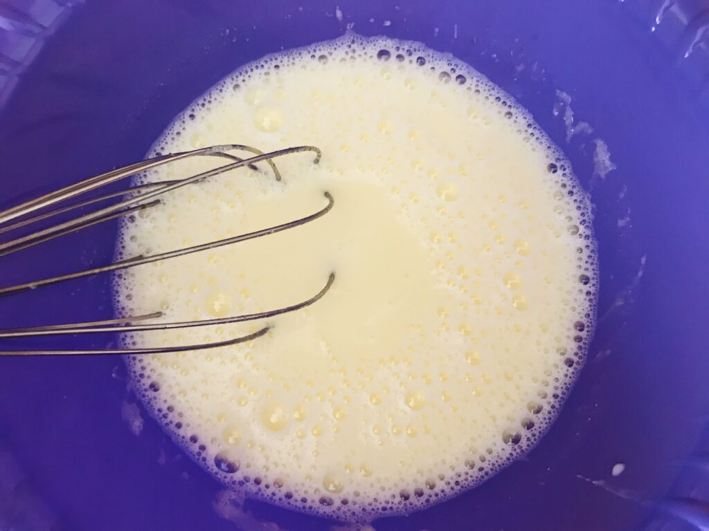 Фото рецепта - Заварные блины на кефире с дырочками - шаг 2