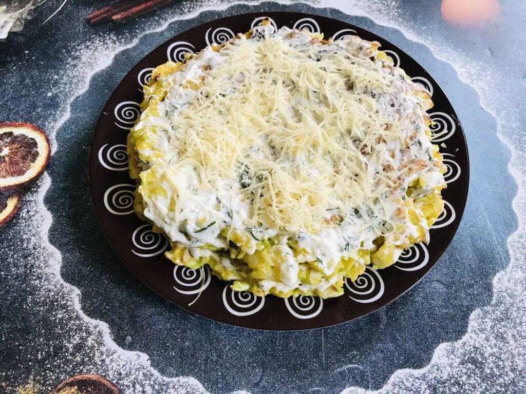 Фото рецепта - Торт из молодой капусты с сырной начинкой - шаг 8