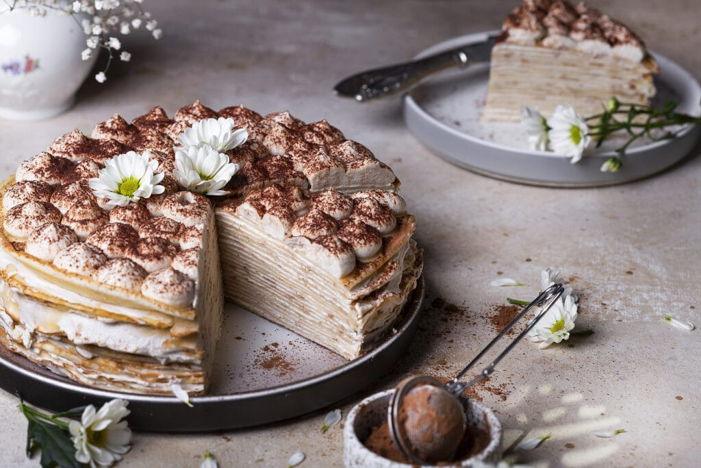 "Фото рецепта - Блинный торт ""Тирамису"" с маскарпоне и амаретто - шаг 5"