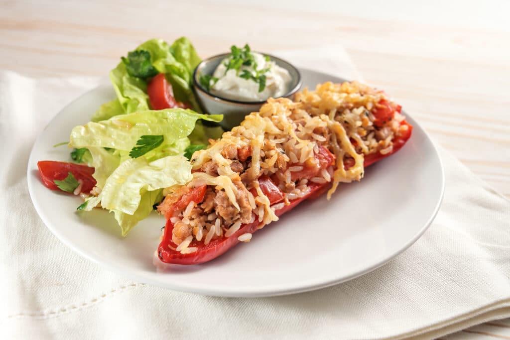 Фото рецепта - Болгарский перец, запеченный с рисом и тунцом - шаг 7