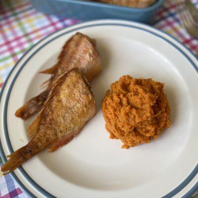Жареный морской окунь с бататом - рецепт с фото