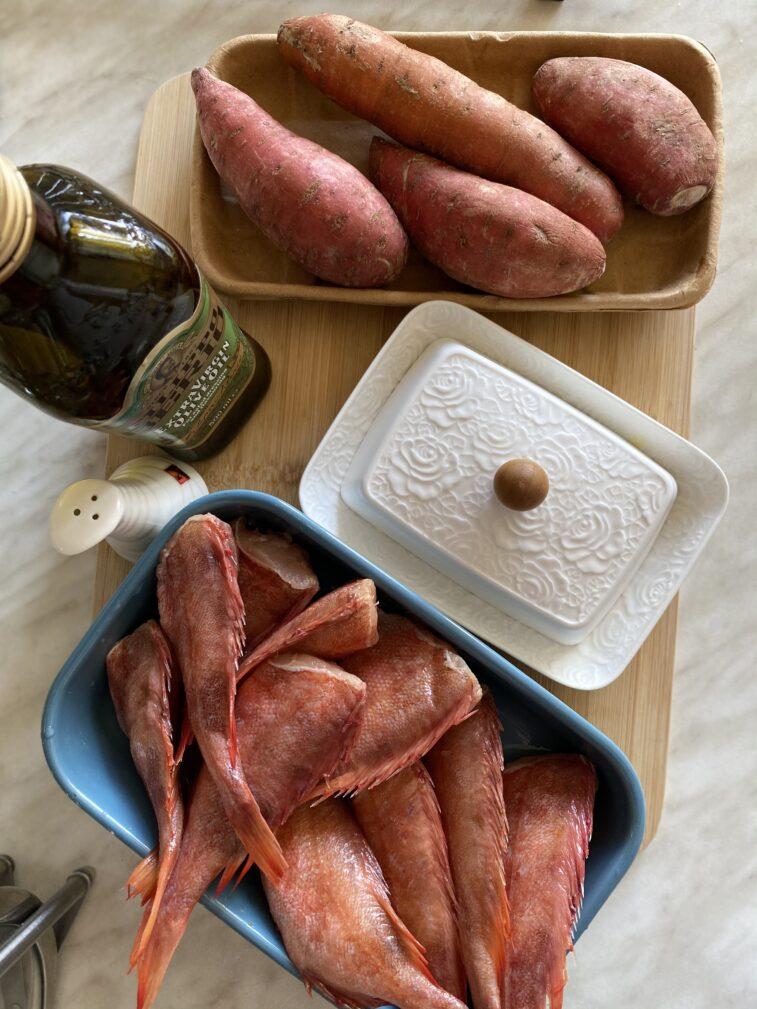 Фото рецепта - Жареный морской окунь с бататом - шаг 1
