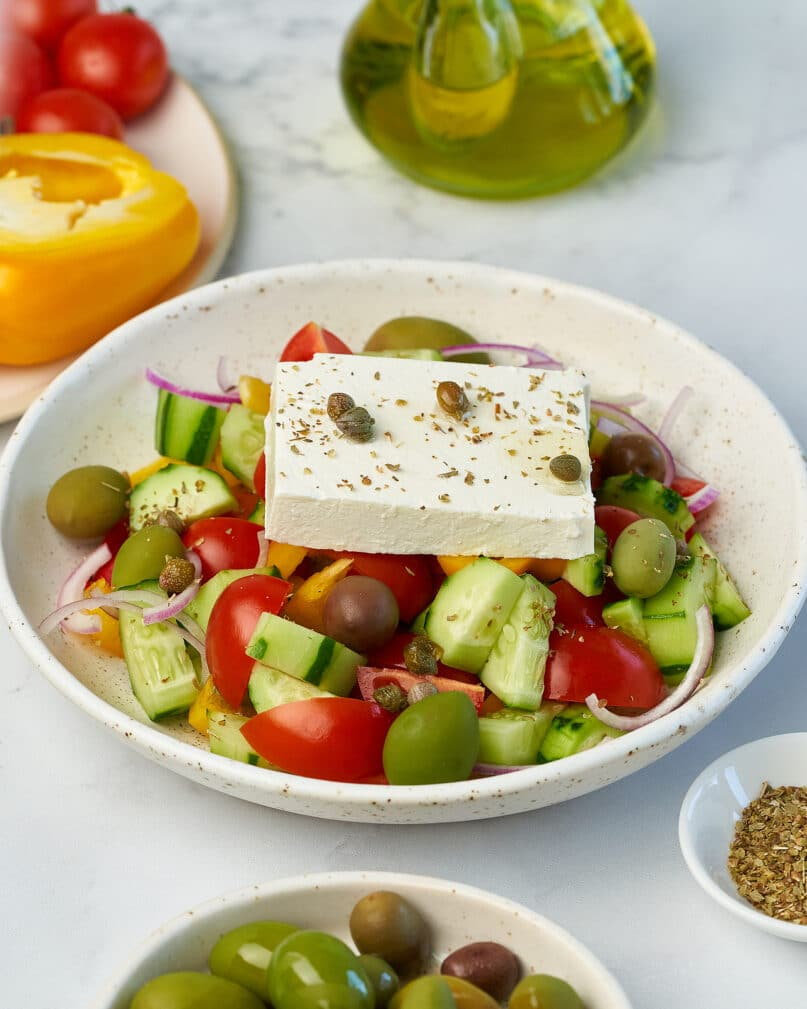 Фото рецепта - Диетический греческий салат - шаг 9