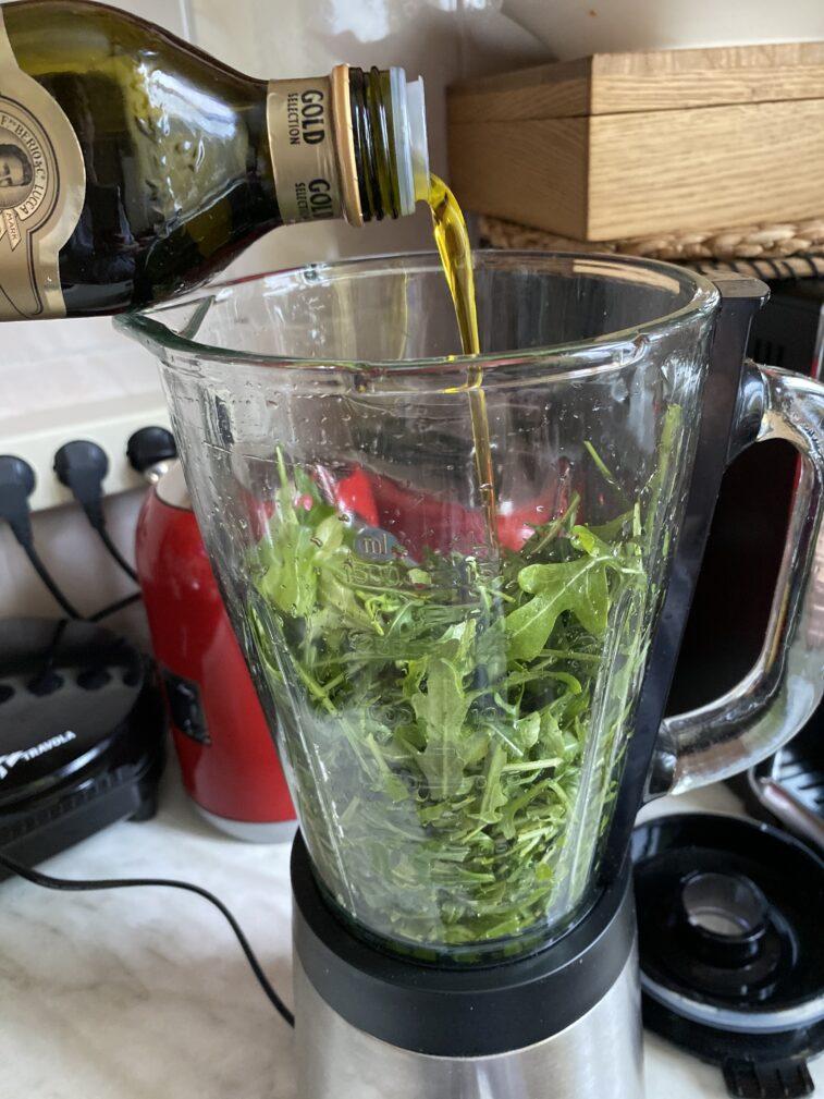 Фото рецепта - Соус песто в домашних условиях - шаг 4