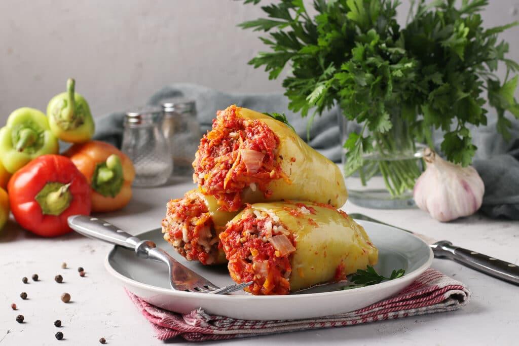 Фото рецепта - Фаршированные перцы с фаршем и овощами - шаг 11