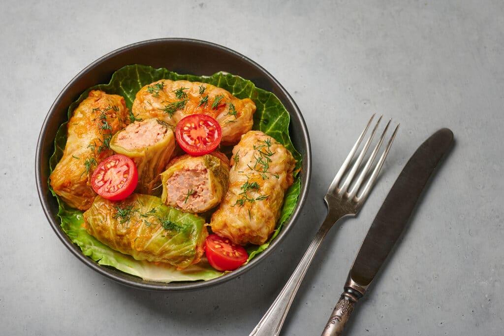 Фото рецепта - Голубцы с фаршем и рисом под овощной заправкой - шаг 6