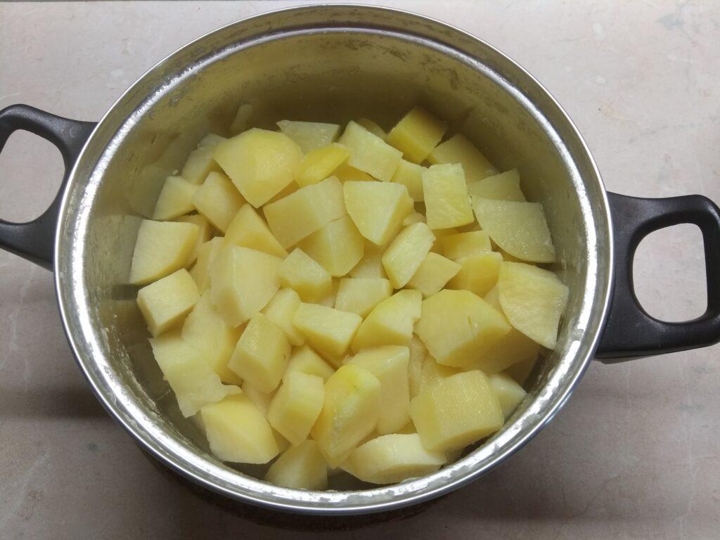 Фото рецепта - Картофельное пюре с балыком и сыром с плесенью - шаг 1