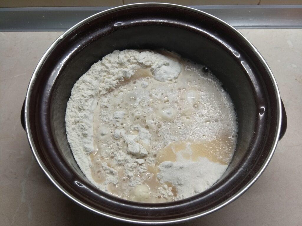 Фото рецепта - Пасхальный кулич без опары с изюмом - шаг 3